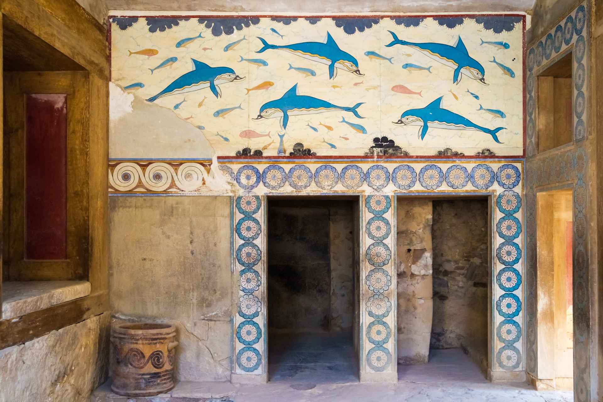 the palace of knossos Skip the ticket line and immerse yourself into the majestic palace of knossos with a detailed guided walking tour which takes you 3500 years back in greek history.